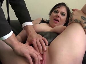Brunette chubby Elouise Lust playing with cunt for