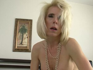 Kinky lady Jodie Stacks enjoys getting her mature