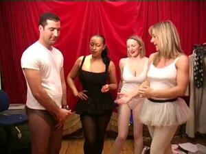 Girls and guy in pantyhose & tights wank and cum!