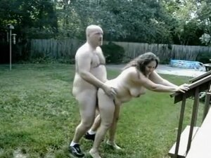 Chubby mature couple makes doggystyle video in