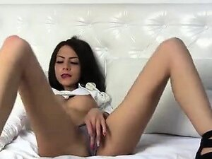 Camslut that is thin and her cameltoe play