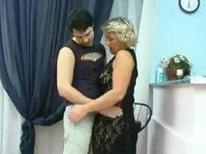 Mature Russian cougar get her pussy licked