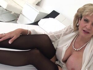 Adulterous british milf lady sonia pops out her