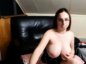 Busty Zinnia Rose pleasures her horny cunt with a