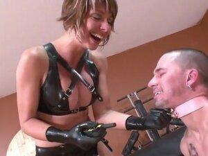 Strapon mistress in latex