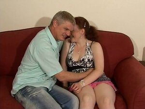 Pale amateur Lizzie gets her pussy licked and
