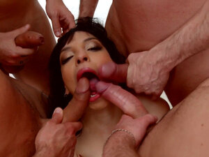 Mathilde Ramos blowbang scene with many guys by
