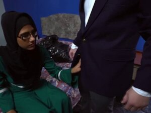 Pretty Arab gal suck a big English cock for a