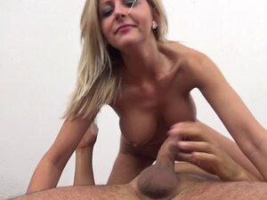 Black cock fills the cunt of a blonde with nice