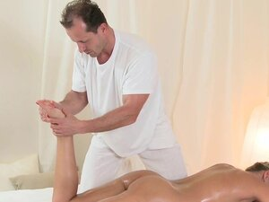 Massage Rooms Wet Zuzana has deep orgasm before