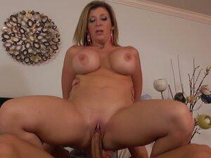 Fabulous busty cougar Sara Jay gets her mature