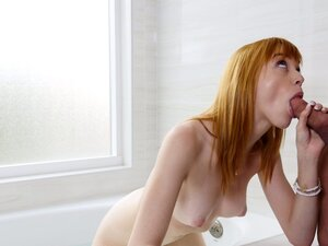 Anny has a pale butt and would like the anal