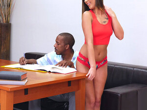 Jaye Summers teases Charlie Mack by shaking her