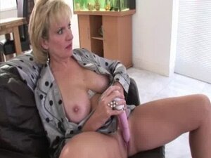 Busty mature british bitch uses dildo