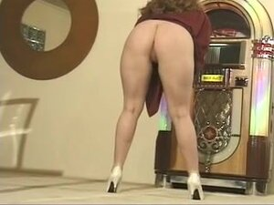 Voluptuous dark brown undresses out of her