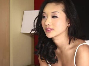 TeensDoPorn young looking Chinese sucks a bigcock