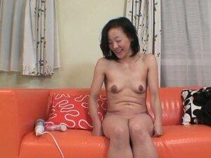 Ugly but horny granny Aya Sakuma getting her wet