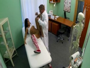 Patient gets a creampie from doctor