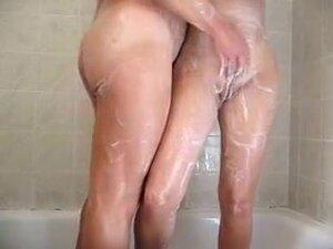follando bajo la ducha,