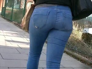 Candid ass in skinny jeans,