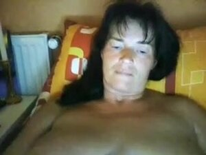 Mature darksome brown strumpet pleases her loose