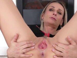 Peculiar czech chick stretches her yummy fuckbox
