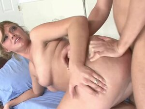 Blonde hottie Ava Rose nails her doctor in the