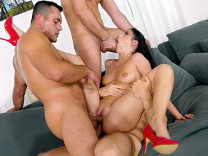Rebecca Volpetti sucking cock being double