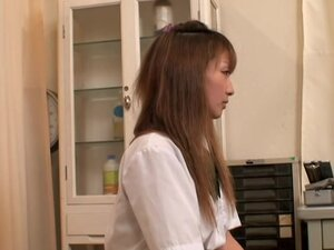 Japanese slut gets her wet bun examined at the