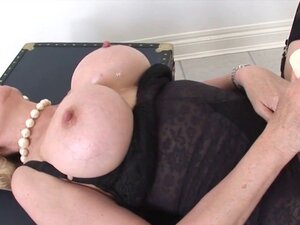 Adulterous british mature lady sonia shows her