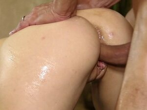 Masseuse in black stockings gives footjob and gets