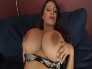 Hot Busty Cougar Ava Lauren