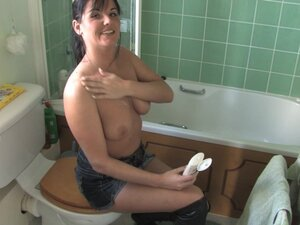 Hot brunette in kinky free down blouse video shows