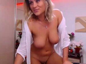 Beaytiful amateur MILF with big boobs posing on