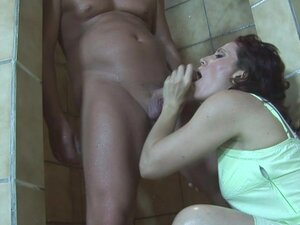 Fucking An Old Mama's Gaping Anal In The Jacuzzi,