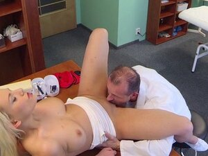 Doctor touches blonde before fucks her in fake