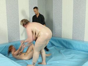 SSBBW wrestler gets her pussy slammed
