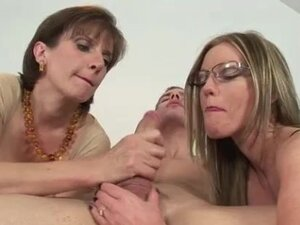 Mature brit Lady Sonia takes turns
