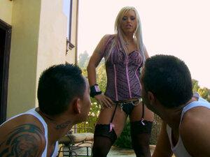 Kinky blonde hooker Brittney Skye gives hot