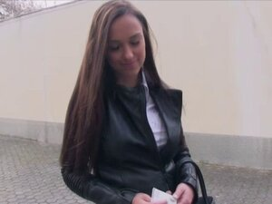 Adorable babe Victoria Sweet straddles a strangers