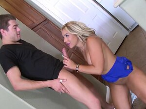 Olivia Austin & Xander Corvus in Mom Needs Money -