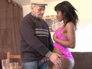 Old white guy pounding young ebony girl - Telsev