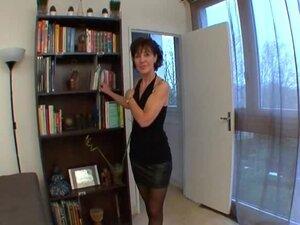 French mature Brigitte analfucked in stockings