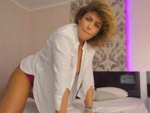 Cute Cougar Woman Cumming On Live Webcam