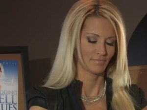 Seductive and horny blond MILF Jessica Drake has