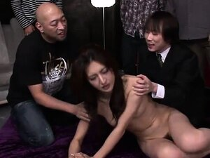 Japanese bint gets nailed in a gangbang
