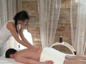 Black haired masseuse rubs shaved pussy on