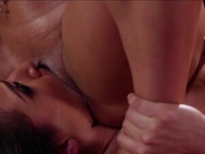 Sexy Luna rubs and licks hot Saras pussy
