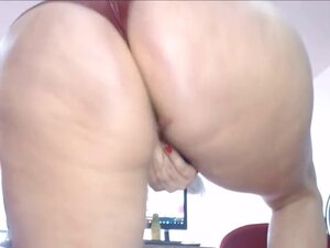 Big Latina Bubble Butt Oiled and in Leather