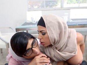 Mia Khalifa and Julianna Vega threesome session on